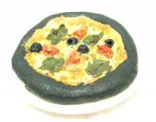 イカスミのピザ