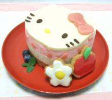 ハローキティのいちごレアチーズケーキ