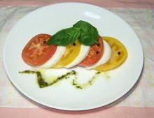トマトとモッツァレラのカプレーゼとトマトの冷製スープ