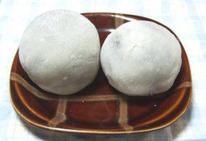 粒あんと餅米で作った大きないちご大福