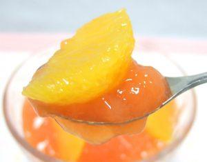 ささみさんのオレンジゼリーを箸上げ