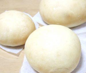焼き上がった白パン
