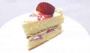 睦ケーキ切り分け1