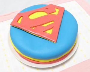 スーパーマンケーキ横から