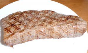 焼き色バッチリのステーキ