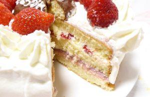 イチゴのケーキの断面図