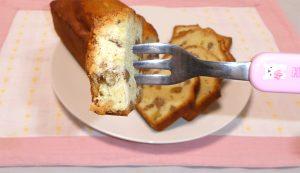 はるかのパウンドケーキをフォークで少量掬い上げた画像