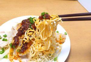 冷やしラー油麺の箸上げ画像