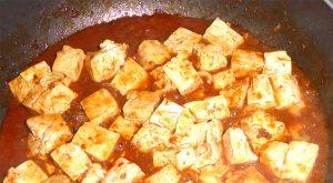 麻婆豆腐の水溶き片栗粉を入れる前
