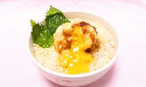 ゆきひら流 鶏卵の天ぷら丼(卵を割った画像)