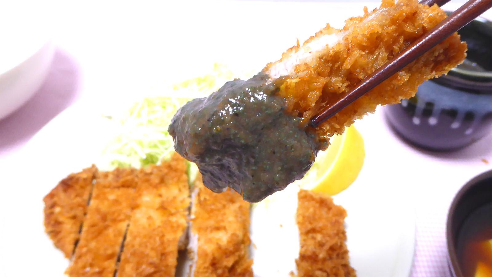 チーズフォンデュロースカツ定食の箸上げ